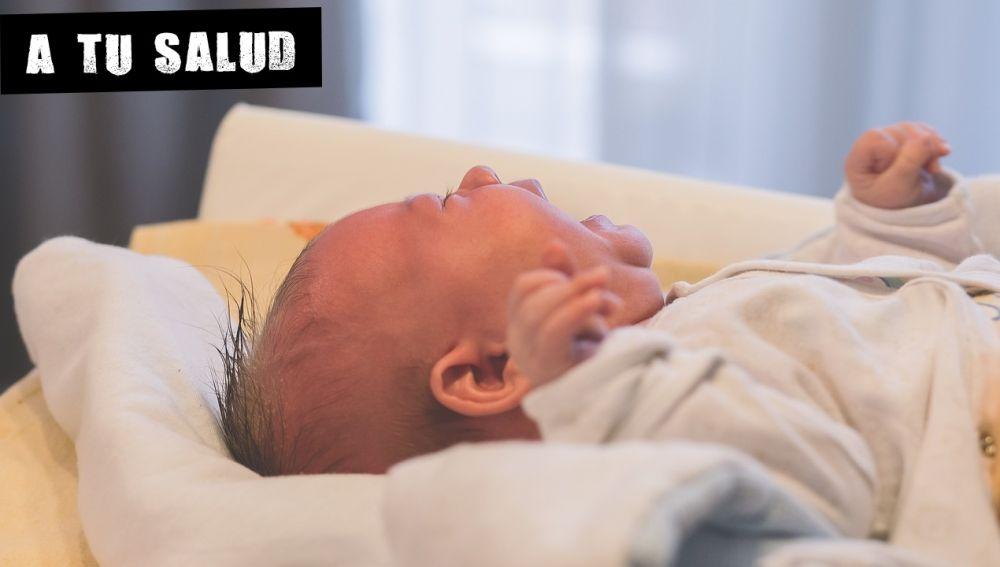 Imagen de archivo de un bebé llorando