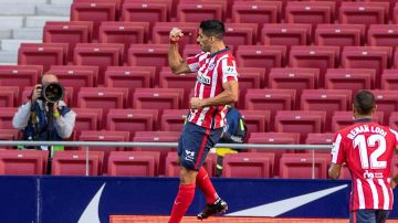 Luis Suárez celebra un gol con el Atlético