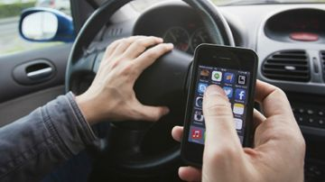 Conducir con el móvil en las manos