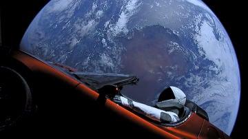 El Roadster fue lanzado en 2018 y ya está cerca de Marte