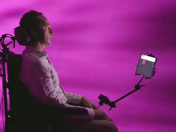 Tallk, la tecnología que permite comunicarse a enfermos de ELA con un tablet Samsung.