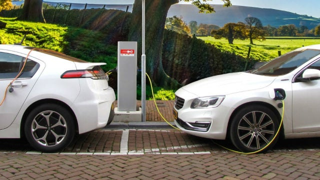 ¿Cuántos puntos de recarga necesita España para los coches eléctricos?