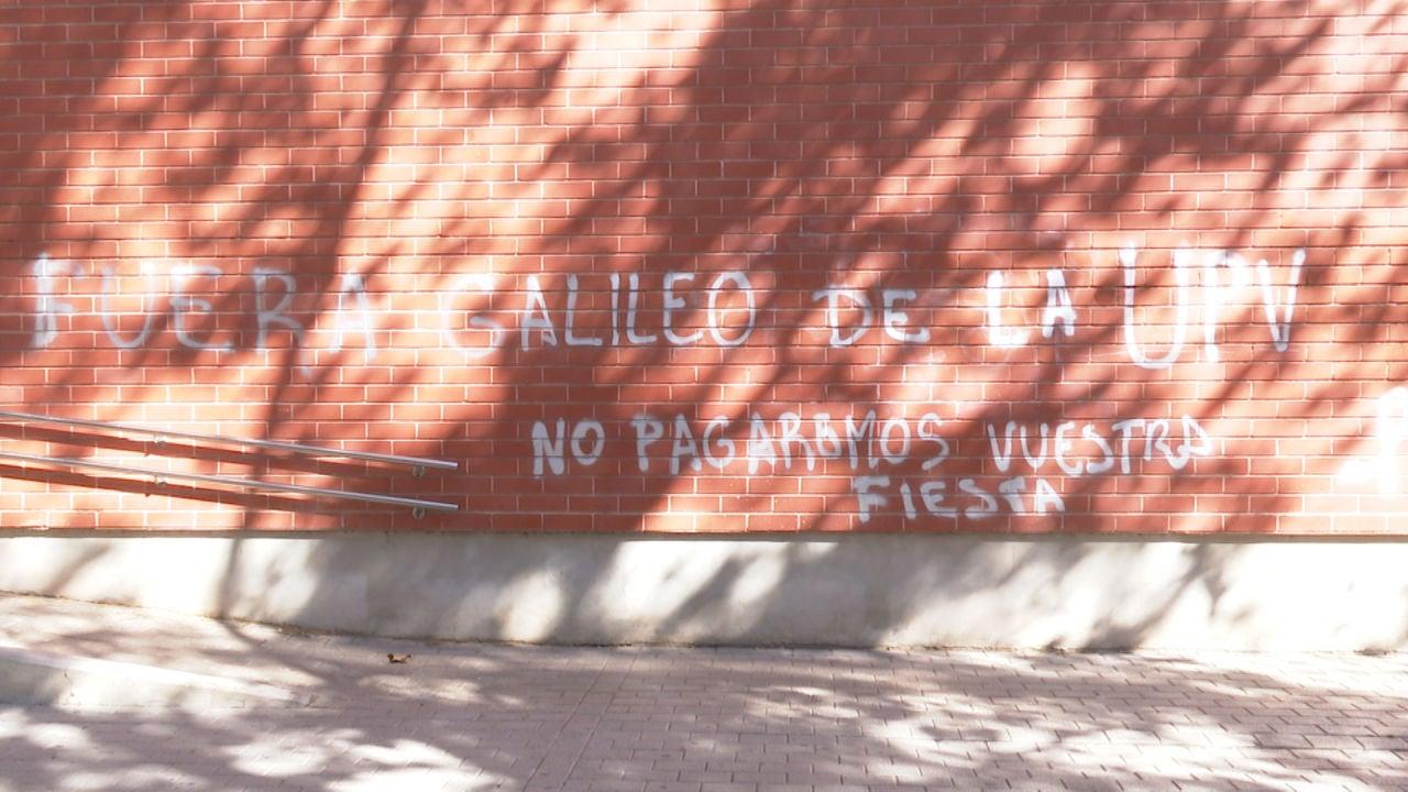 Pintada aparecida en el colegio mayor Galileo Galilei de Valencia