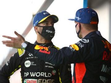 Ricciardo y Verstappen en el podio del GP de Eifel