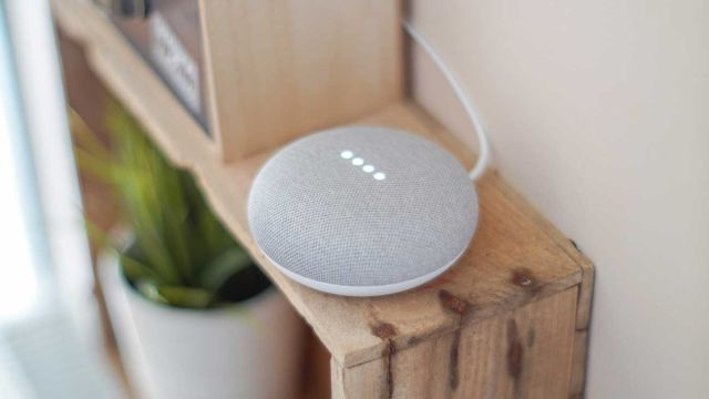 Un altavoz Google Home Mini