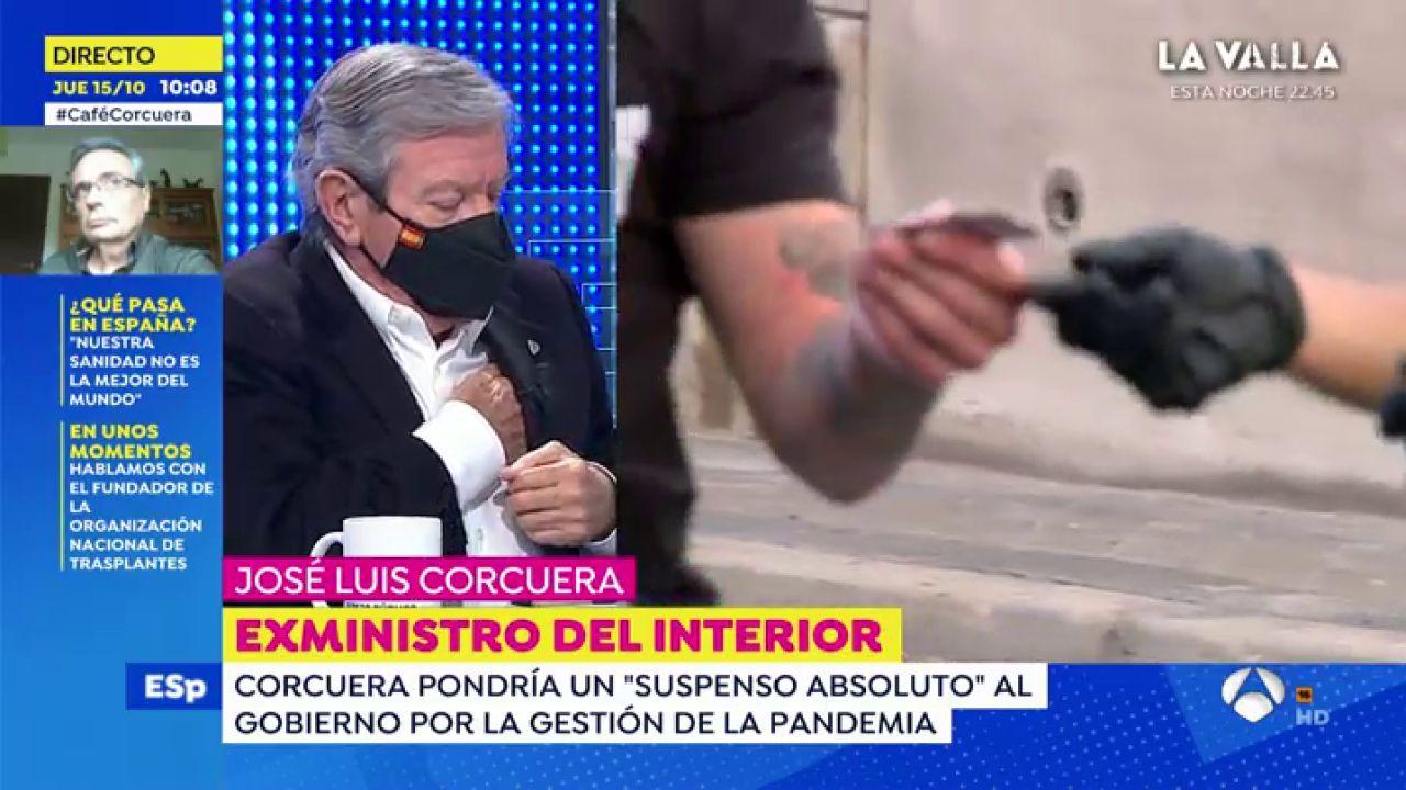 """El susto del exministro Corcuera en pleno directo de Espejo Público: """"Me ha funcionado el desfibrilador"""""""