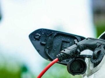 ¿Por qué España no tiene una red de recarga más amplia para los coches eléctricos?