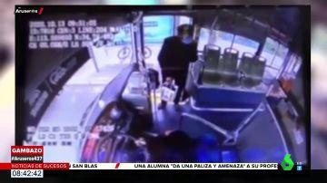 La entrañable reacción de un jubilado cuando le dicen en el autobús que puede pagar con el móvil