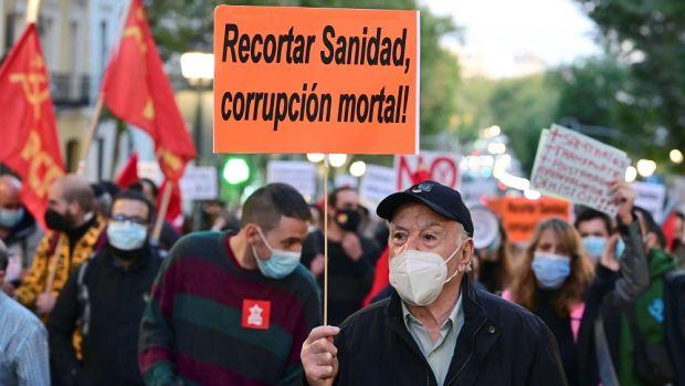 """Manifestaciones en 40 ciudades españolas para reivindicar la sanidad pública:  """"Contra la privatización, la única vacuna, la derogación"""""""