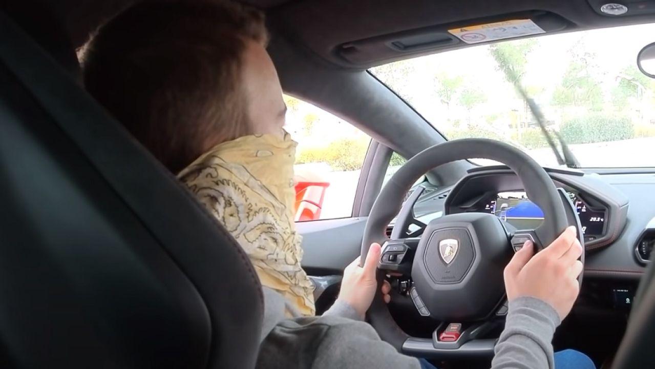 Detienen a youtuber que se filmó mientras conducía a 233 km/h