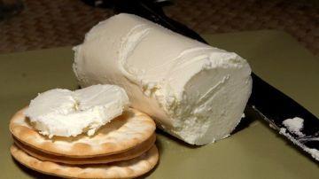 Imagen de archivo de un queso de rulo de cabra