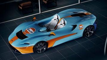 El McLaren Elva ha recibido uno de los diseños más clásicos de la historia de la competición