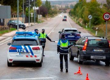 Control policial situado en Aranda de Duero que esta medianoche ha entrado en confinamiento.