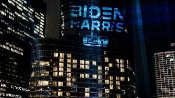 Campaña a favor de Biden en la Torre Trump de Chicago
