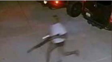 Jon Jones persiguiendo al ladrón que entró en su casa