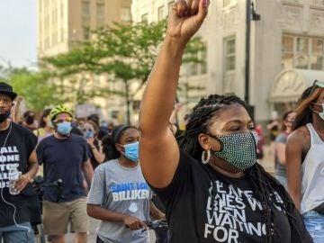 Cori Brush durante una protesta