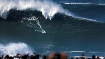 Las olas gigantes regresan a Nazaré