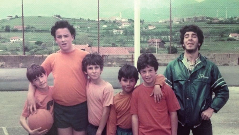 Iñaki Zubizarreta (segundo por la izquierda), de joven