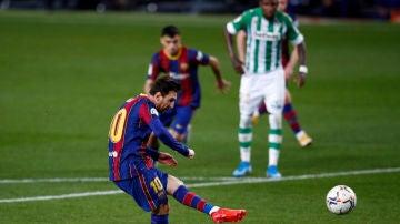 Messi lanza un penalti