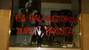 Imagen del ataque a la tienda de la madre de Abascal