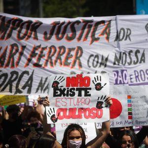 Manifestación en Brasil por la humillación a la víctima en un juicio por violación