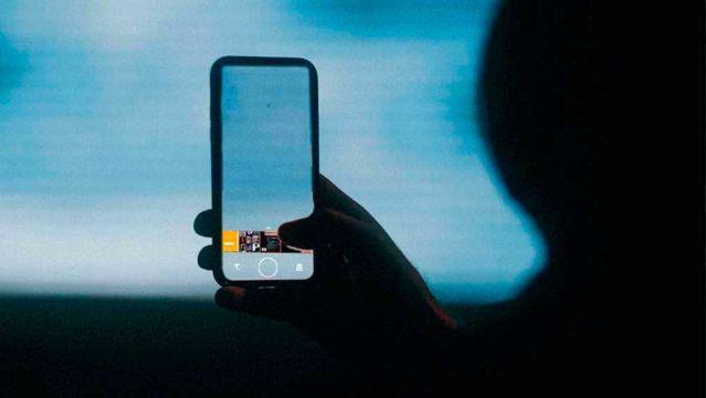 Cambia de cámara en WhatsApp con este sencillo gesto