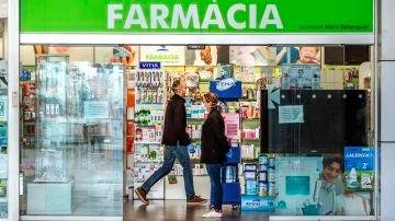 """Un ladrón se arrepiente y devuelve los 7.500 euros que había robado en una farmacia: """"He hecho una tontería"""""""