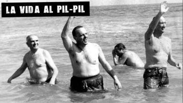 Fraga se baña en Palomares (Archivo)