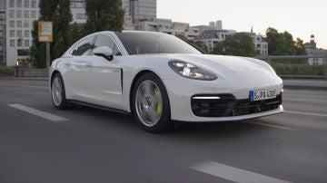 Porsche trabaja con modelos híbridos y eléctricos para el presente y el futuro