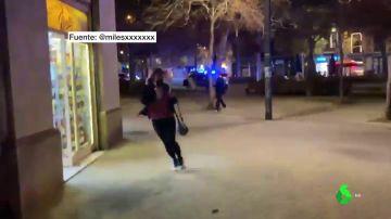 Una patrulla de la Guardia Urbana dispara a un hombre sin hogar que habría intentado agredirles