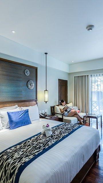 ¿Hotel o apartamento)
