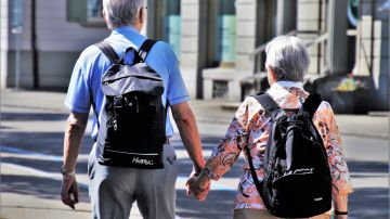 Los ancianos con vida social activa tienen una mejor microestructura cerebral clave para evitar la demencia