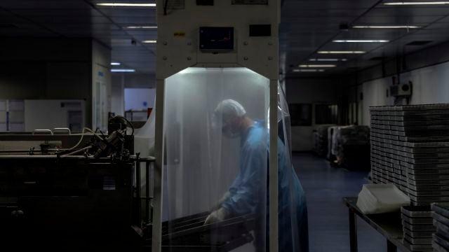 Muere un voluntario de los ensayos de la vacuna de Oxford en Brasil que habria recibido placebo