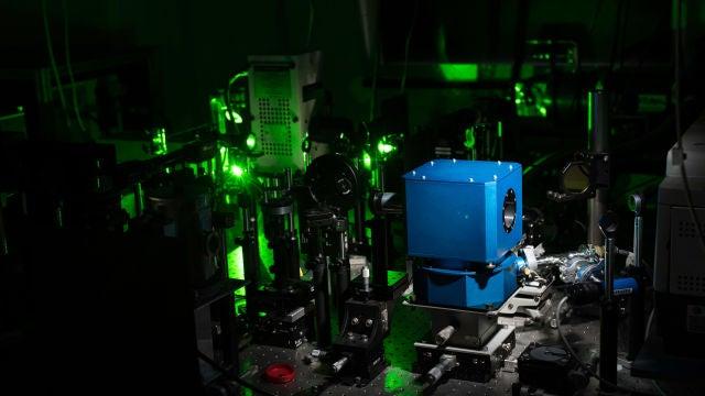 El primer superconductor del mundo que opera a temperatura ambiente