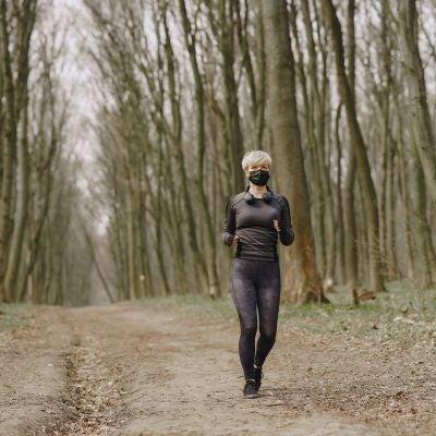 Practicar deporte con mascarilla puede resultar incómodo