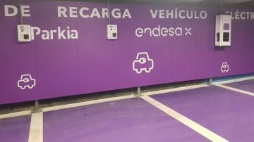 El nuevo acuerdo permite la instalación de puntos de recarga en los parkings de Parkia