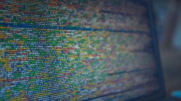 Código en un monitor
