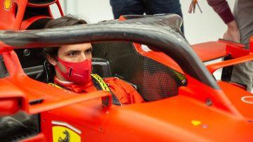 laSexta Deportes (19-12-20) Primer día de Carlos Sainz en Ferrari: se viste de rojo... ¡y se sube al coche!