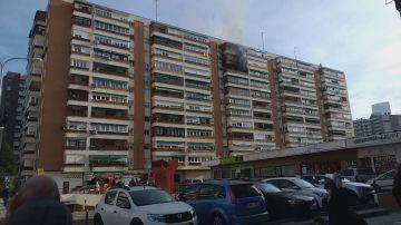 Cuatro intoxicaciones leves en el incendio de una vivienda en el décimo piso de un edificio del Barrio del Pilar