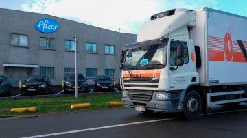 Los camiones que reparten la vacuna del coronavirus Pfizer desde Bélgica al resto de Europa
