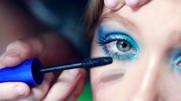 ¿Maquillarse en Navidad? Es posible con estos trucos y consejos