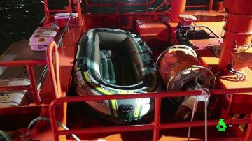 Rescatan a siete migrantes que intentaban llegar a España en una barca hinchable