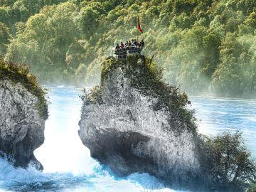 Mirador en la roca de las cataratas del Rin