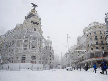 La Gran Vía de Madrid, cubierta de nieve