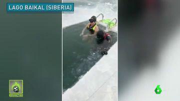 Una nadadora rusa bate el récord de apnea dinámica: 85 metros bajo el hielo sin neopreno