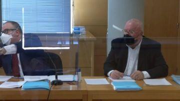 Primeras imágenes de Villarejo sentado en el banquillo: el excomisario se enfrenta a su primer juicio por calumnias
