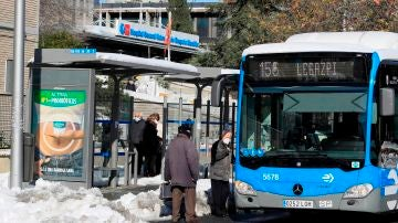 Un autobús a su paso por el hospital Gregorio Marañón de Madrid