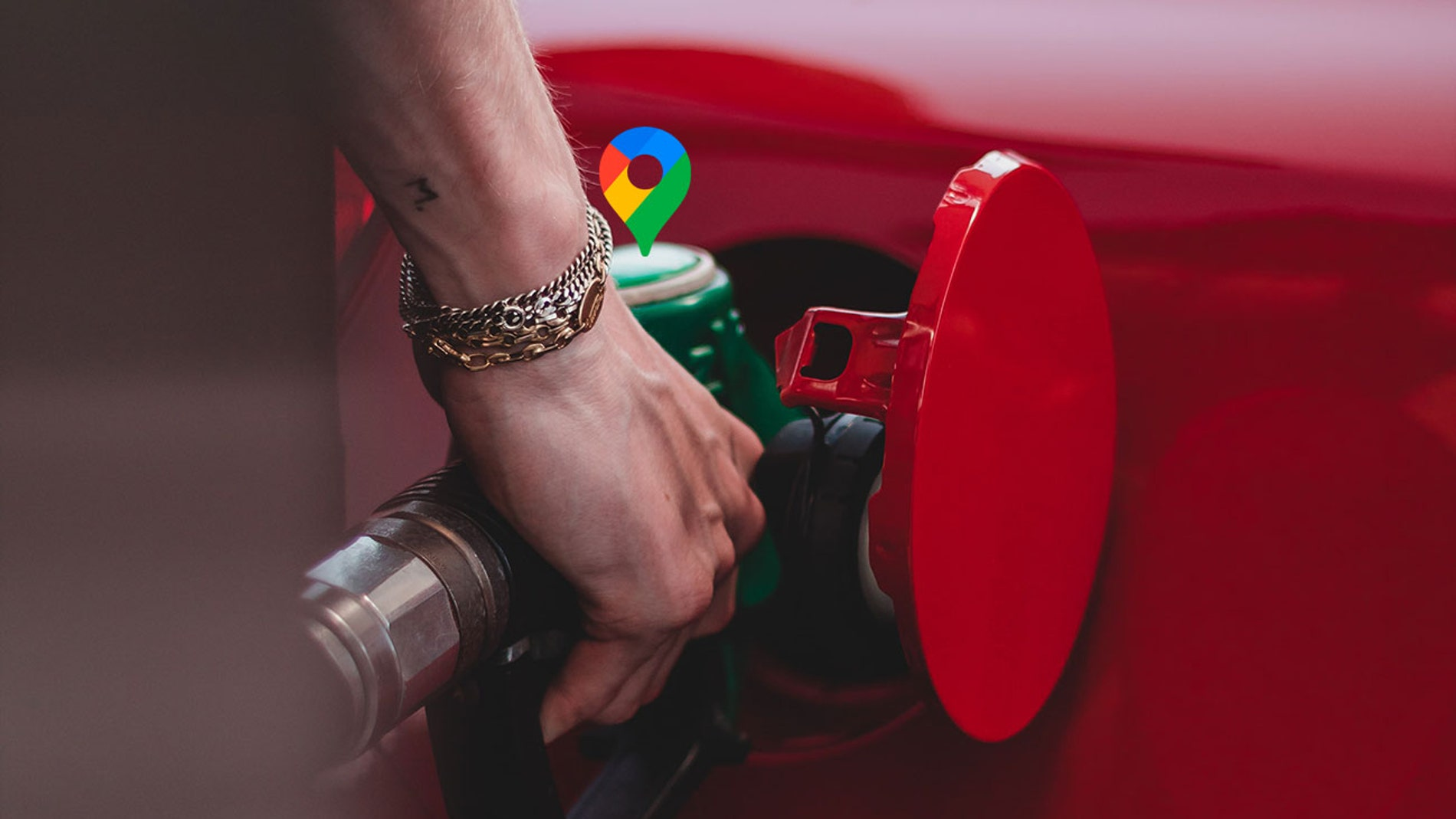 Llenando el depósito de gasolina