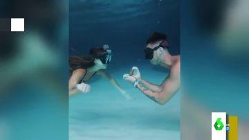 Haciendo snorkel o en una estación de tren: las pedidas de mano más originales y emotivas de las redes sociales