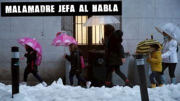 Niños de camino al colegio en Madrid